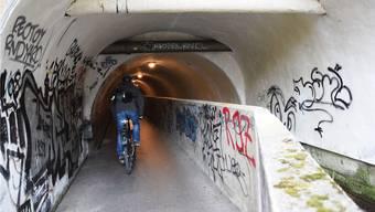 Die Süssbachunterführung zwischen Brugg und Windisch stellt für Velofahrer ein Ärgernis dar.