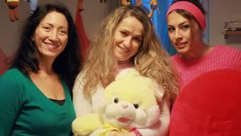 Valeria Braga Meister (Mitte) ist Brasilianerin und leitet die Kita Lollipop seit August 2013.