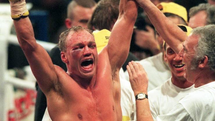 """Stefan Angehrns grösster Sieg: Im Dezember 1997 schlägt er Torsten May und wird im März 1998 von """"The Ring"""" zum Ritter geschlagen"""