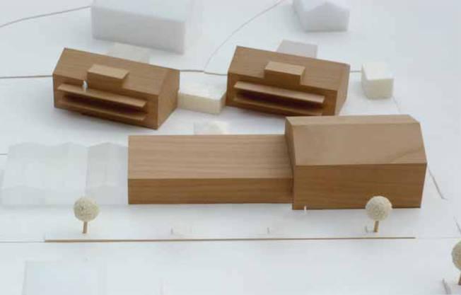 Auf die lange Bank geschoben: Die Überbauung Mühlegarten mit den beiden Mehrfamilienhäusern (hinten) und dem lang gezogenen Ökonomiegebäude mit Werkstätten, Dorfladen und Café existiert weiterhin nur als Modell.