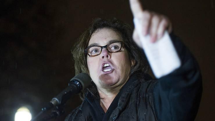 Die Emmy-Preisträgerin Rosie O'Donnell hat sich Protestierenden gegen die Politik von US-Präsident Trump vor dem Weissen Haus angeschlossen. (Archivbild)