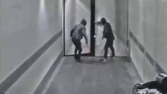 Versteckte Kameras zeichneten die waghalsigen Raubzüge der Bande auf.