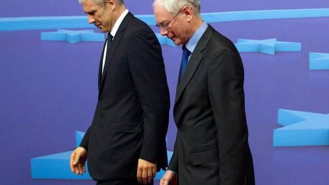 Der serbische Präsident Tadic und EU-Ratspräsident van Rompuy marschieren in die gleiche Richtung