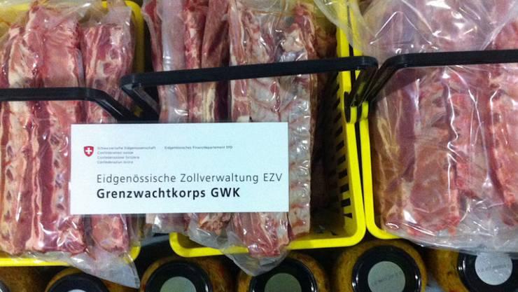 Fleisch für die Skiferien in der Schweiz geschmuggelt: Ein Niederländer ging der Grenzwache in Rheinfelden AG ins Netz.