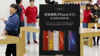 Nachdem die Apple-Verkäufe in China unter Druck geraten sind, haben verschiedene Elektronikhändler die Preise für das neue iPhone-Modell gesenkt,  (Archivbild)