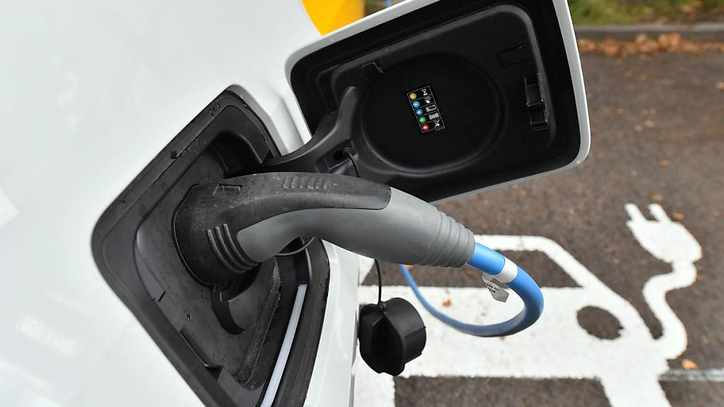 Der Umstieg der Auto-Industrie vom Verbrennungsmotor zum Elektro-Antrieb soll von der EU mit Milliardenbeträgen gefördert werden. (Archivbild)