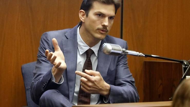 Ashton Kutcher hat sich beim Zubettbringen seiner kleinen Tochter einen Zeh gebrochen. (Archiv)