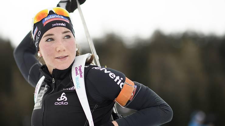 Die Schweizer Biathletin-Team - im Bild mit Aita Gasparin - blickt der Heim-WM 2025 entgegen.