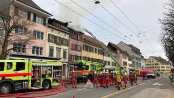 An der Technikumstrasse in der Winterthurer Altstadt ist am Morgen des Stephanstages der Dachstock eines Wohnhauses ausgebrannt.