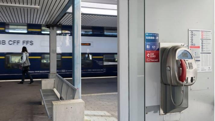 Von den 12 Limmattaler Telefonkabinen wird jene am Bahnhof Urdorf am wenigsten genutzt.