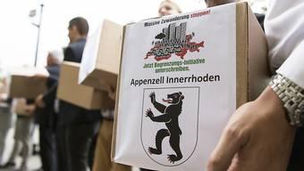 SVP und Auns haben die Unterschriften für die Begrenzungsinitiative eingereicht. Diese fordert die Kündigung der Personenfreizügigkeit.