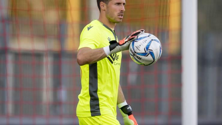 Goalie Kevin Fickentscher holt zum Gegenschlag gegen den Ex-Trainer aus