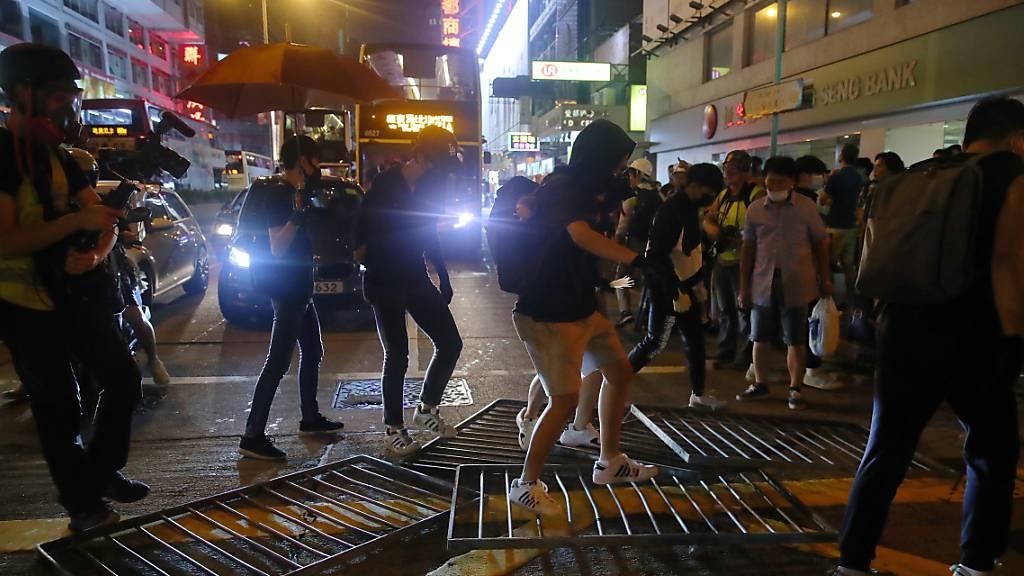 Hongkonger Polizei löst Proteste mit Tränengas auf