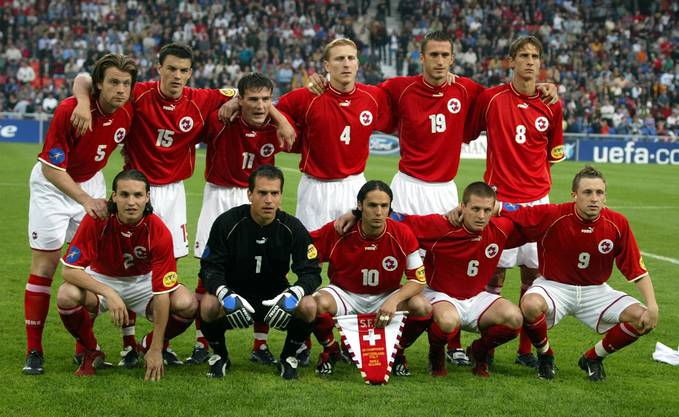 Die Schweizer U21 an der EM 2002 in der Schweiz: Mit Stephan Keller (oben links) und Alex Frei (oben 3. von links)