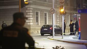 Polizisten sichern den Tatort in Zvornik