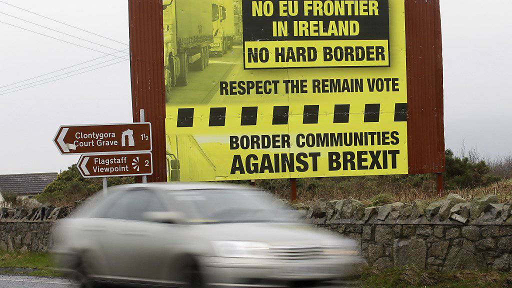 Ohne feste Grenzkontrollen: Britische und irische Staatsbürger sollen sich trotz Brexit weiterhin ungehindert zwischen dem künftigen Nicht-EU-Land Grossbritannien und dem EU-Mitglied Irland bewegen können. (Archivbild)