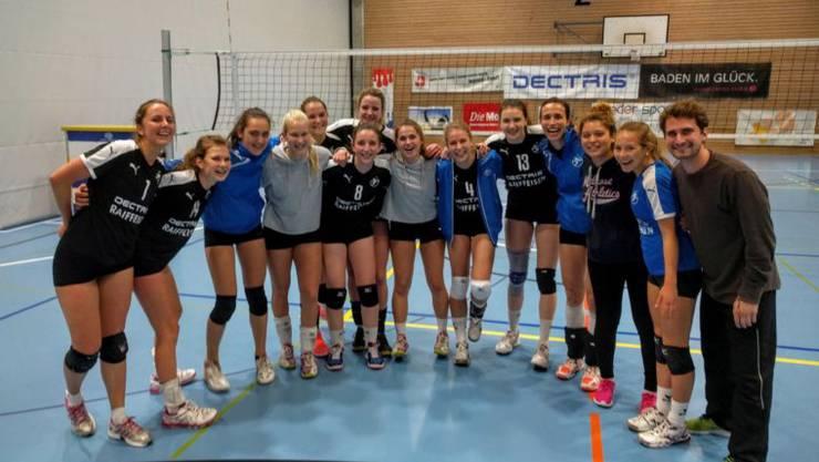 VBC Kanti Baden bejubelt den Cuperfolg gegen den oberklassigen VBC Züri Unterland