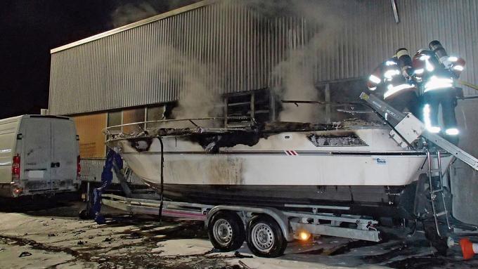 Am Morgen des 12. Februar 2018 brannte das überwinternde Boot komplett aus.