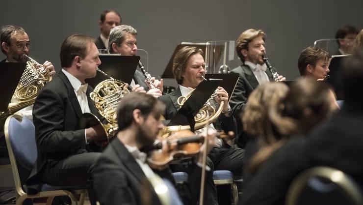 Argovia philharmonic unter der Leitung von Marc Kissóczy.
