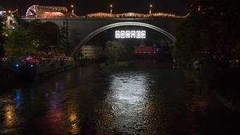 VERSUS Installation an der Hochbrücke. Badenfahrt VERSUS erster Abend, Baden, 18. April 2017.