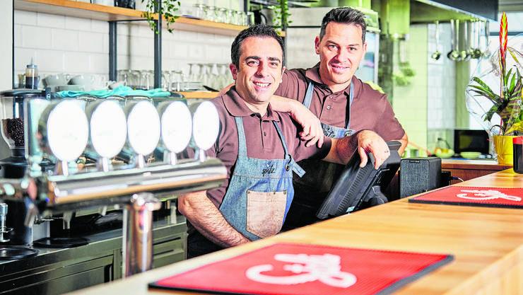 Wettingen, 13. November: Das beliebte Café «Spatz» hat neue Pächter. Costantino D'Ongia ist Geschäftsinhaber, Mirco Sgura Geschäftsführer.