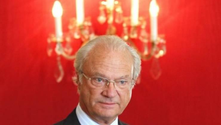 Einen Heiligenschein hat er zwar noch nicht, aber punkto Umweltschutz ist König Carl XVI. Gustaf - hier bei einem Pfadfindertreffen 2010 in Bern - schon sehr päpstlich (Archiv).