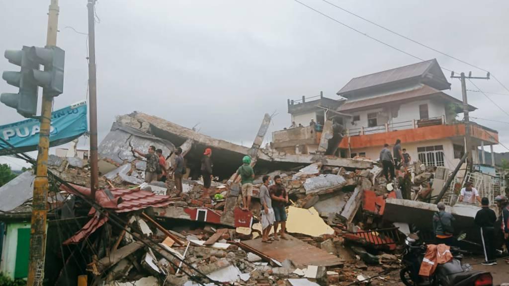 Mindestens sechs Tote bei Erdbeben in Indonesien