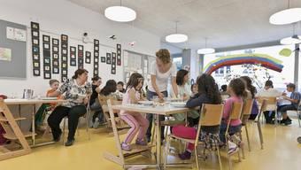Blick in eine Kinderkrippe: Der Bund und die Kantone sollen für schulergänzende Tagesstrukturen sorgen (Symbolbild)
