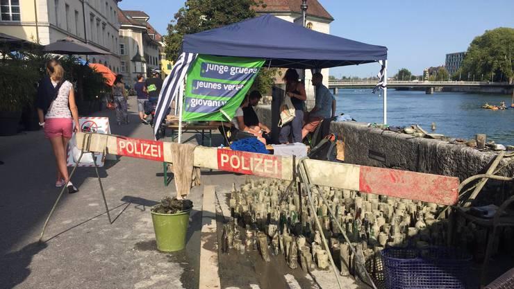 Diese Polizei-Absperrung wurde aus der Aare gefischt.