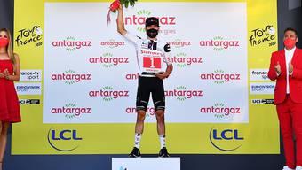 Marcel Hirschi mit der roten Startnummer des kämpferischsten Fahrers - ein Bild, das an dieser Tour de France öfters vorkam