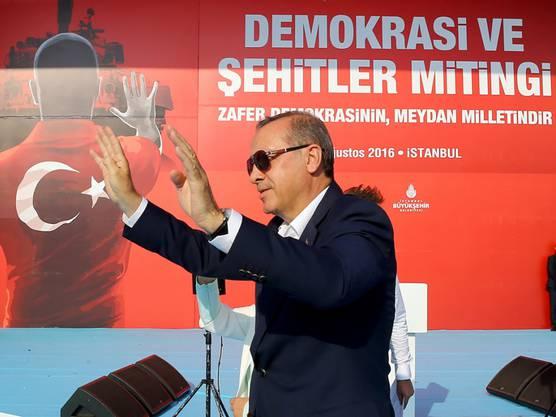 """Der """"Sultan"""", wie Erdogan-Kritiker den türkischen Präsidenten auch nennen, lässt sich am Sonntag von Hunderttausenden in Istanbul feiern."""