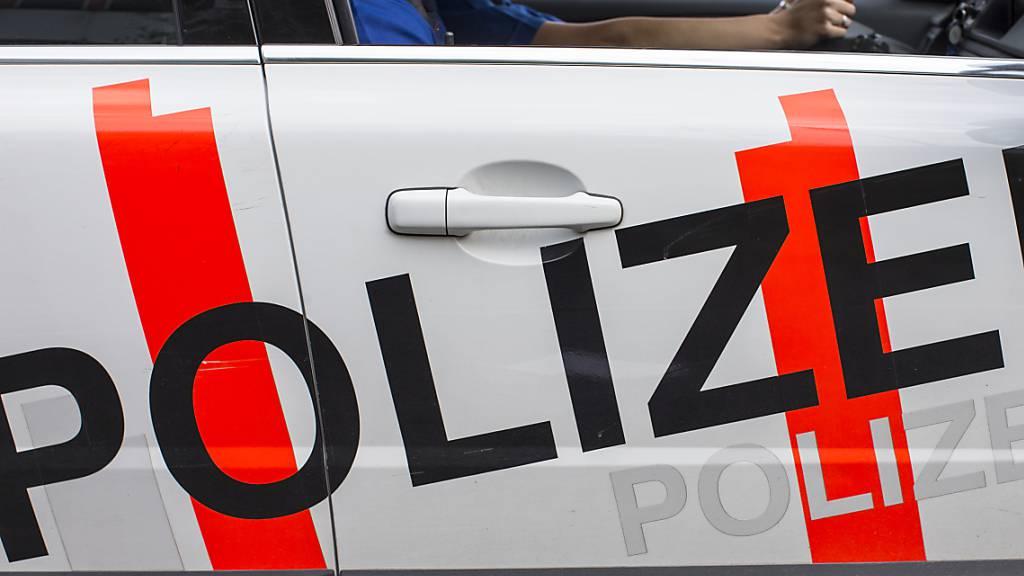 Ein Lenker flüchtete vor der Obwaldner Kantonspolizei. (Symbolbild)