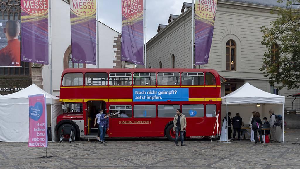 Mit zusätzlichen Impfbussen und weiteren flexiblen Angeboten will der Bundesrat die Impfquote in der Schweiz weiter erhöhen. (Archivbild)