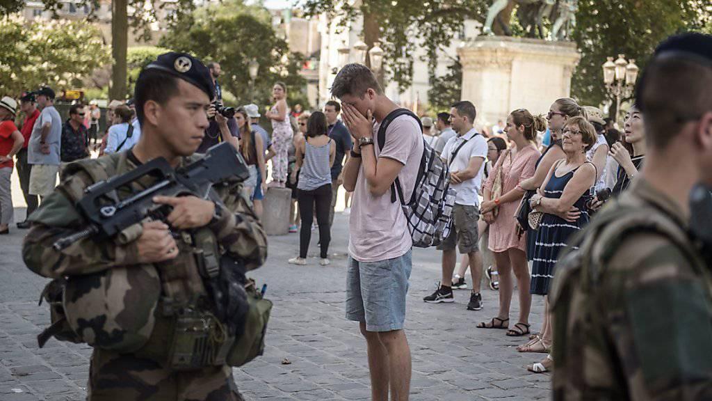 Französische Soldaten auf Patrouille in Paris: Die Nationalversammlung verlängert den Ausnahmezustand im Land um ein halbes Jahr.