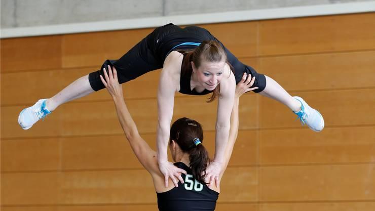 Lenzburg verteidigt den Titel im Team-Aerobic souverän. Foto: Christoph Merkli