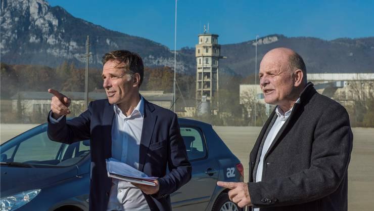 Guido Keune und Bernhard Mäusli (rechts) auf dem leergeräumten Areal.