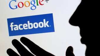 Ein Softwarefehler beim Facebook-Konkurrent Google Plus hat App-Entwicklern jahrelang unberechtigten Zugang zu privaten Nutzerdaten gewährt. (Archiv)