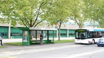 An der Haltestelle Neumattstrasse in Aarau kann man trocken auf den Bus Richtung Stadt warten. (to)