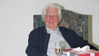 Für einmal lehnt er sich zurück und geniesst. Der 90-jährige Erwin Rehmann arbeitet gern und viel.  sh
