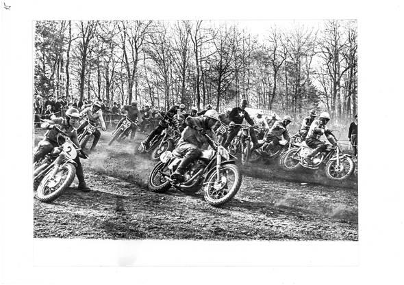 Weltmeisterschaftslauf 1963: Das Feld in der Linkskurve nach der Startgeraden.