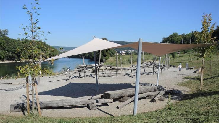 Dank Sonnensegel in der Mülimatt ist der Spielplatz mit Kies und Holz teilweise beschattet. Rebecca Knoth