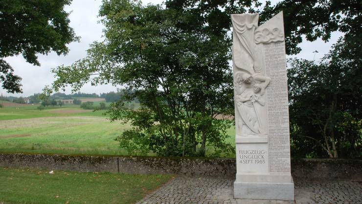 Erinnerung an den 4. September 1963 Denkmal an der Dürrenäscher Absturzstelle. (Bild: Toni Widmer)