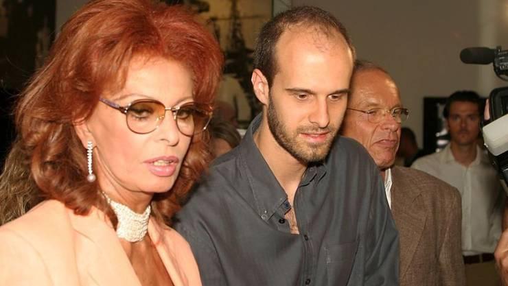Sophia Loren (links) spielt im neuen Film ihres Sohnes Edoardo Ponti (Mitte). Hier zeigen sich die beiden 2003 im Zürcher Kino Arthouse Le Paris. (Archiv)
