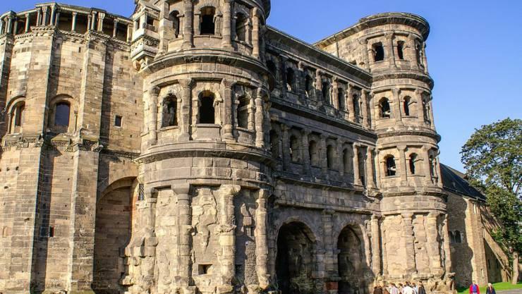 Das Alter der Porta Nigra in Trier konnten Archäologen nun bestimmen: Sie ist 1848 Jahre alt. (Archiv)