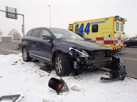Der Volvo-Fahrer wurde bei der Kollision leicht bis mittelschwer verletzt.