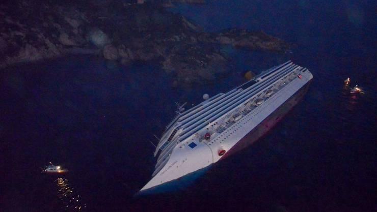 Die «Costa Concordia» liegt im Meer vor der Insel Giglio.