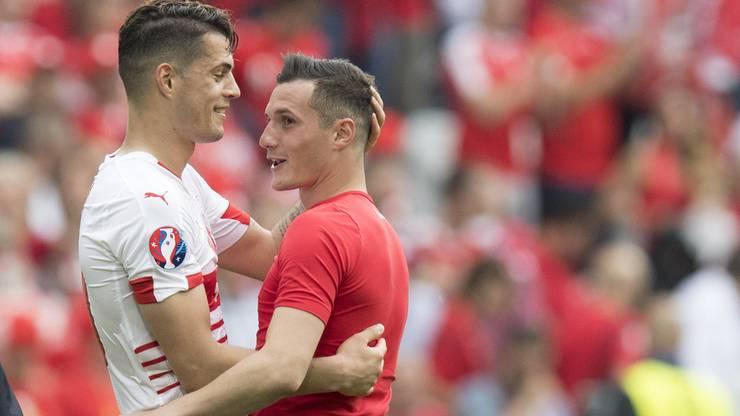 Ein Bild, das um die Welt ging: Die Xhaka-Brüder umarmen sich nach dem EM-Vorrundenspiel.
