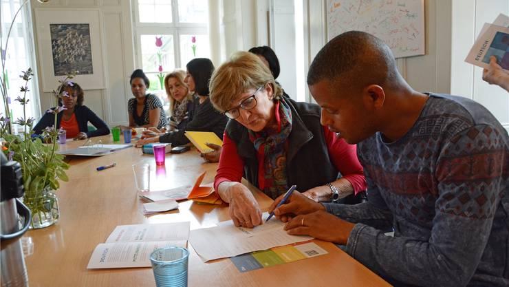 Ein Teil der Leistungsvereinbarung mit der Caritas besteht in der Sicherstellung der Deutschkurse für die Flüchtlinge. Archiv