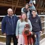Die Hofstetters sind die neue Pächterfamilie des FiBL-Hofs in Frick, von links Gerhard, Anna, Mias, Loris, Liora (vorne) und Sebastian Hofstetter.