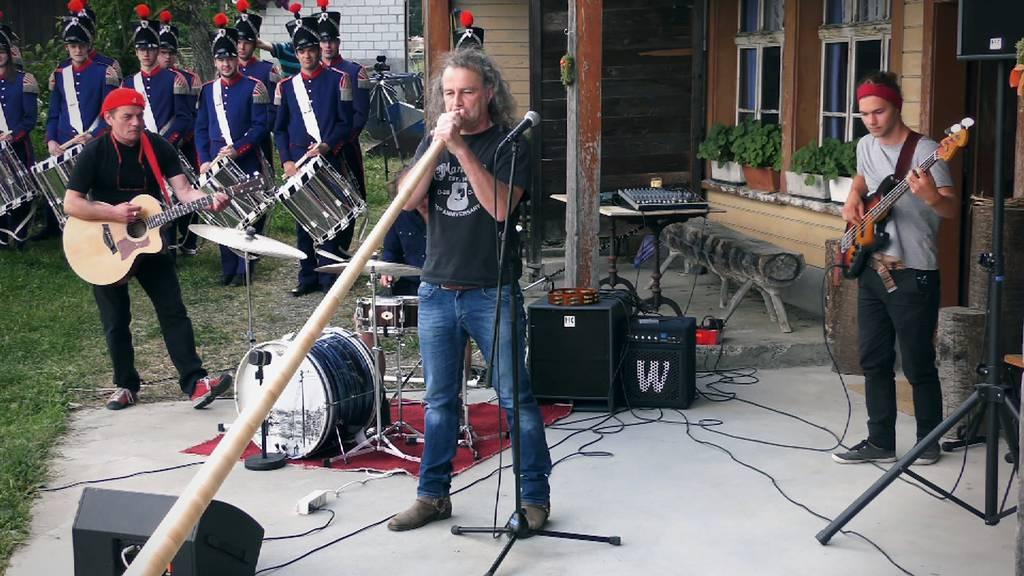 Dänu Wisler wandert mit seinem neuen Toggenburger Song von Beiz zu Beiz.